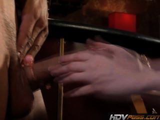 hdvpass petite Rothaarige Puma audrey Lords fucks in einer Bar