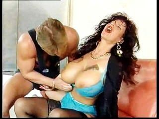 gina colany durch Muskel Stud gefickt
