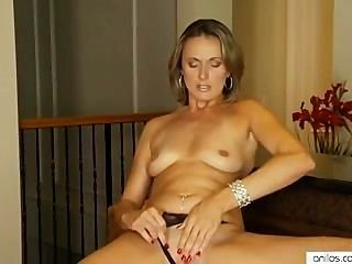 noble Milf dringt Pussy