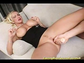 vollbusige MILF anal Casting