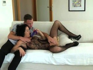 Babe bekommt Double Penetration ficken mit Strapon