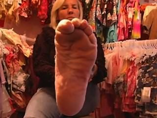 reife Blondine footfetish glatt sexy Sohlen