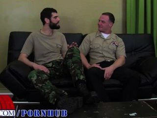 Private Antonio und MarineCorpsman logan