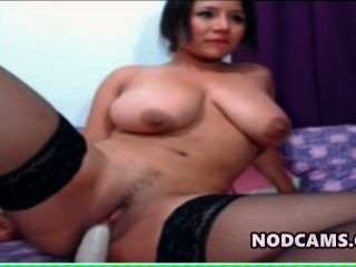 vollbusige Amateur Latina