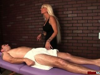 MILF Masseuse dominant Sitzung