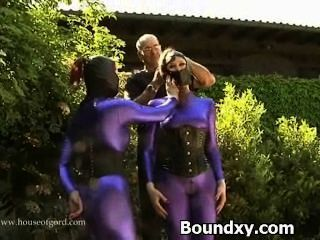 pervery Schlampe in exotischen Latex Sex caned