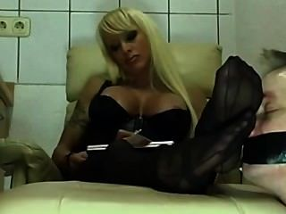 blond MILF Nylon Füße anbeten