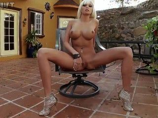 Rikki sechs Outdoor Masturbation